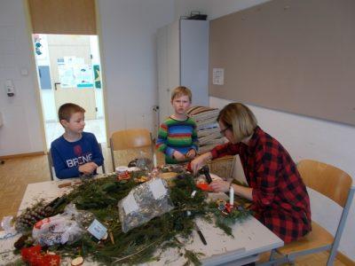 Weihnachtsgeschenke basteln der 2. Klassen