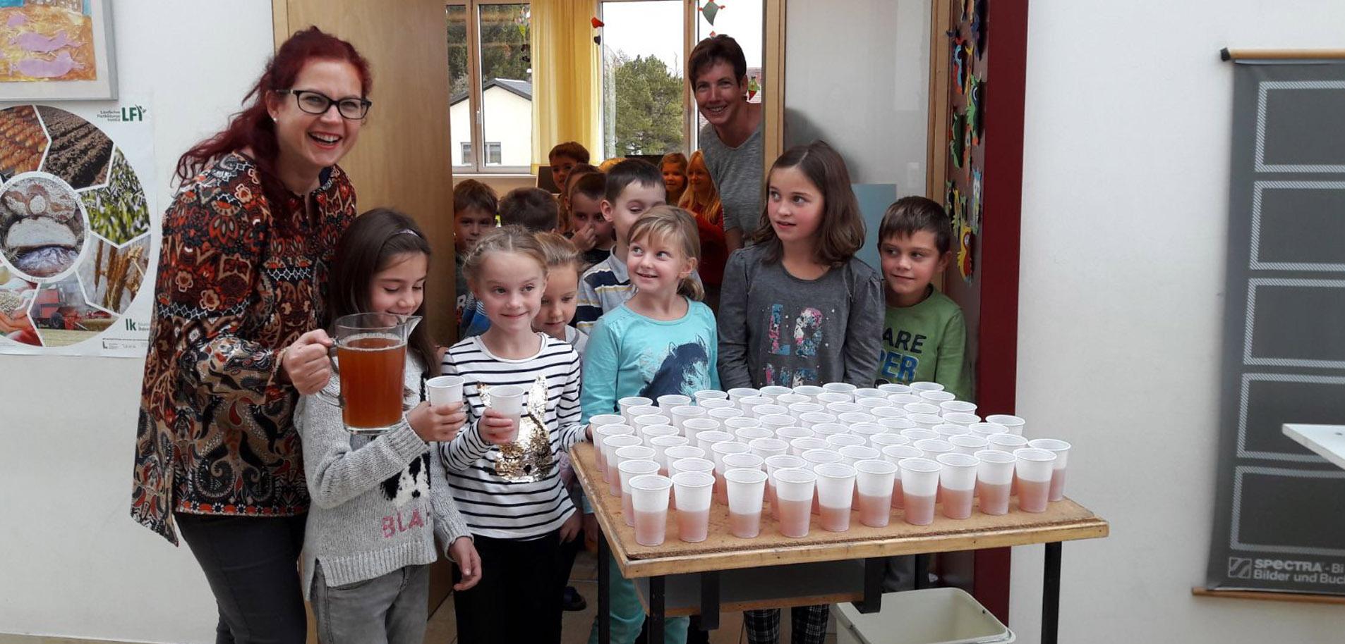 Süßmost an der Schule gesponsert vom Elternverein