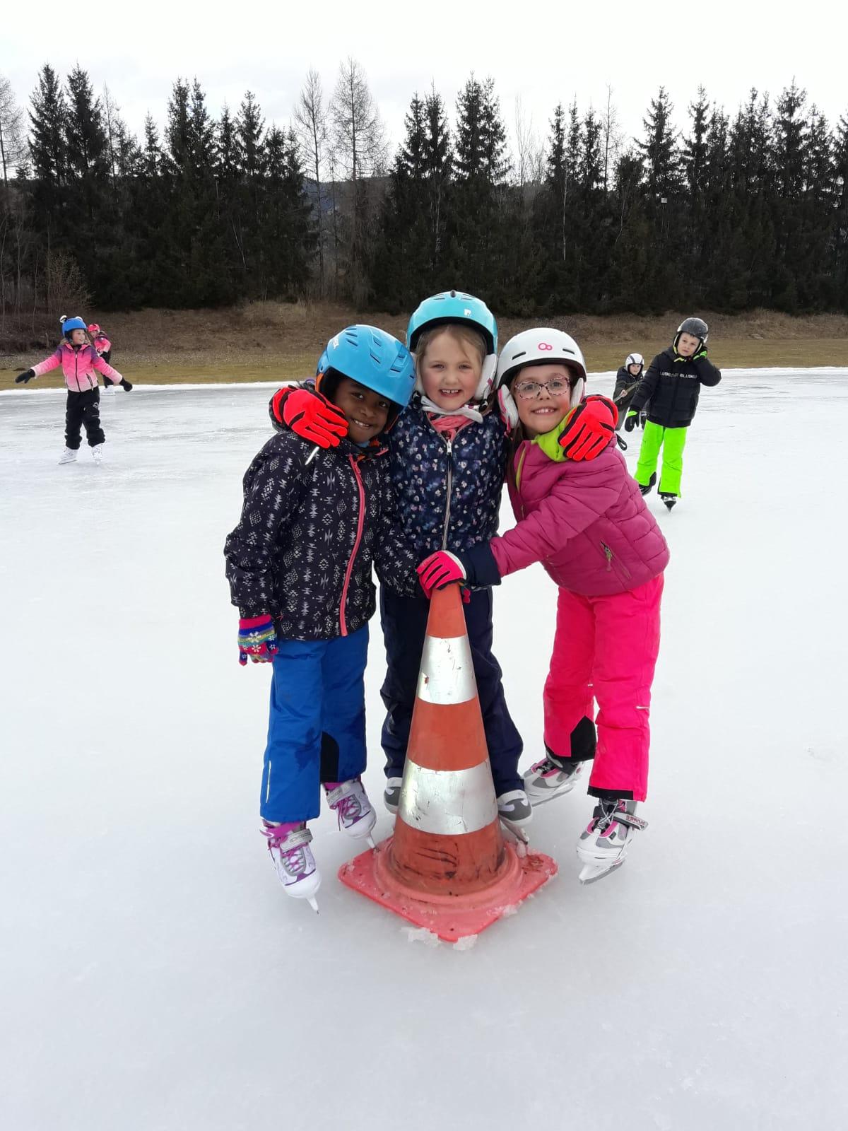 Die 2.a beim Eislaufen